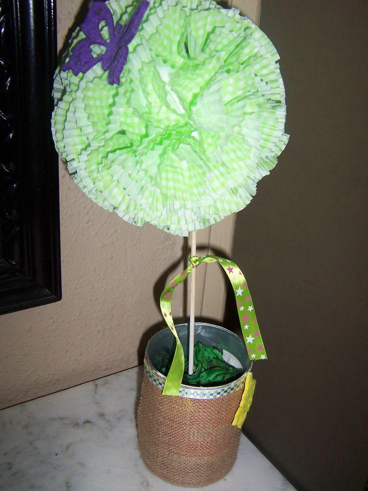 Esfera verde con mariposa