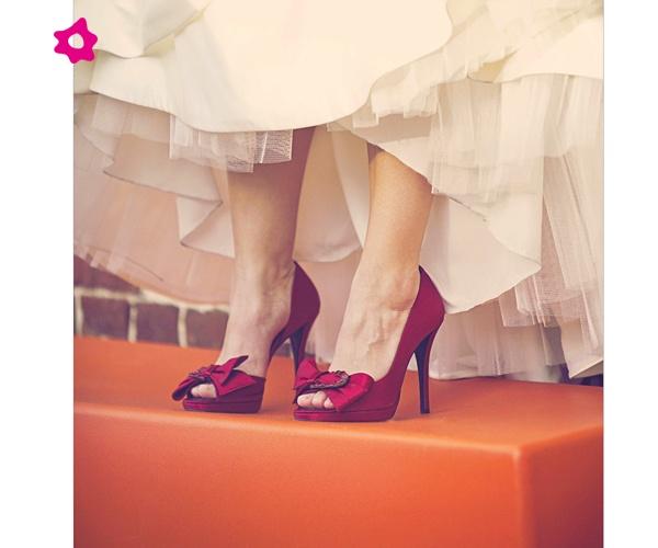 Zapatos de tacón rojo para novias