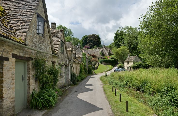 Description Bibury Cottages in the Cotswolds - June 2007.jpg