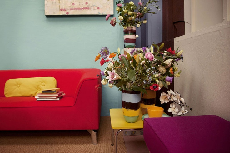 The Pode couch 'chat' would look lovely next to our pode yellow tabel!