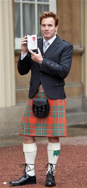 Ewan McGregor collects OBE medal | Story | Wonderwall