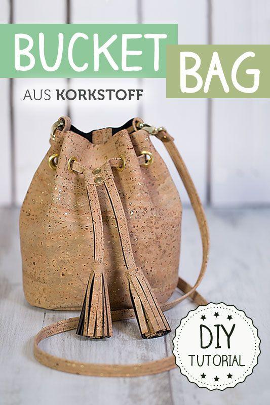 Gratis Schnittmuster und Anleitung zum Nähen einer Bucket Bag Tasche aus Korkstoff mit Ösen, Nieten, Karabinern und Quasten - Einfach Selbermachen!