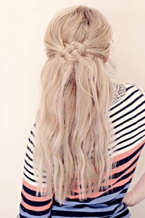 Encore plus facile que la tresse? Le nœud! http://www.flair.be/fr/coiffures/294103/encore-plus-facile-que-la-tresse-le-noeud