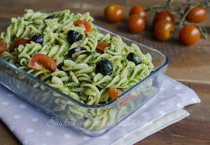 pasta fredda pesto di rucola olive e pinoli pomodorini ricetta insalata di pasta…