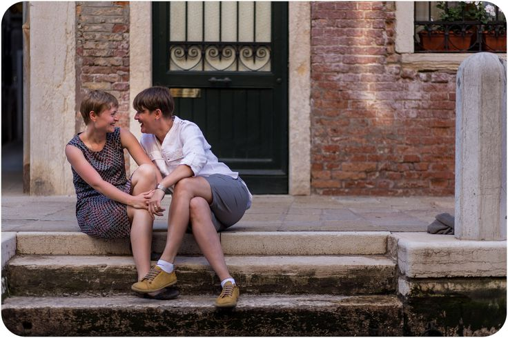 romance in Venice for two girls