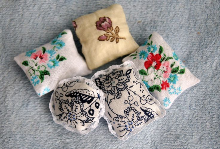 Подушки для кукол без шитья / How to make a pillow for dolls without sewing