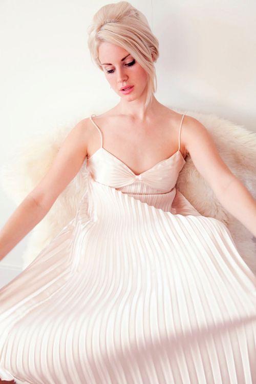 gryffindors:    bellaagen:    pre10tious:    Lana Del Rey    <333    ugh flawless.