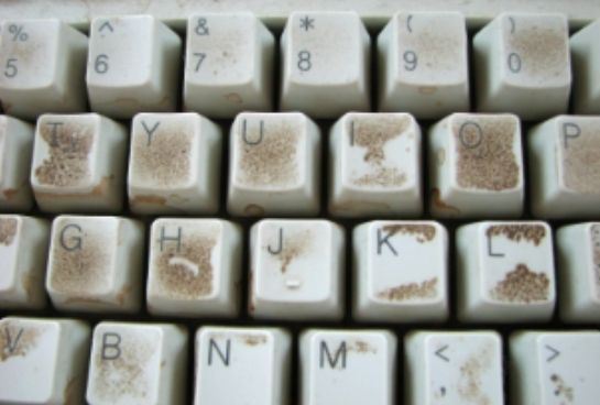 Comment nettoyer un clavier d'ordinateur ? noté 5 - 1 vote Le clavier de l'ordinateur… voici un endroit que l'on pense rarement à nettoyer. Résultat ? Les bactéries pullulent et les saletés s'accumulent, jusqu'au jour où on se rend compte que l'on ne peut plus pianoter tranquillement sur son clavier. Contre la poussière infiltrée entre les …