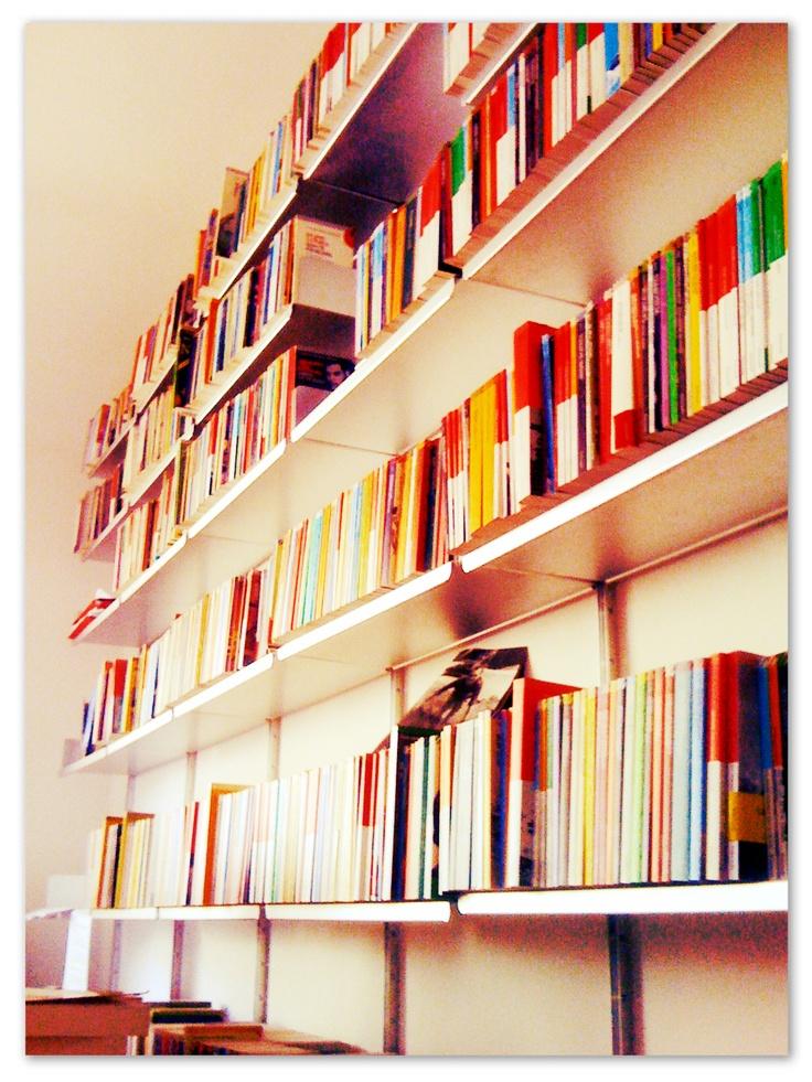 Nel nostro ufficio... #FFF ##FollowFridayFeltrinelli sneak-peeks da Giangiacomo Feltrinelli Editore