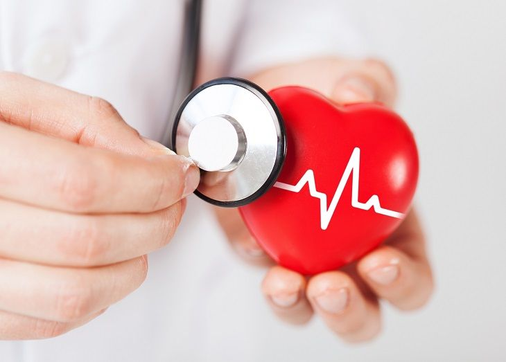 What causes an enlarged heart? In this article, a doctor reveals all!