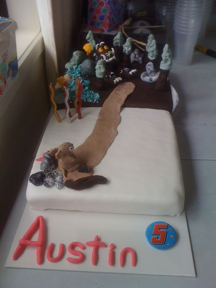 A dual purpose cake. One cake is allergy friendly & the other is a Gruffalo themed cake