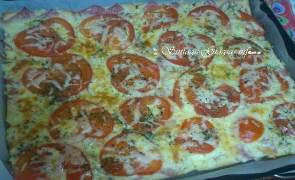 Γρήγορη πίτσα με υλικά που έχουμε πάντα όλοι στο ψυγείο μας!