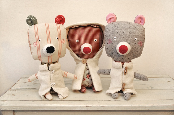 Great use of printed fabrics for the bodies of these unique bears.