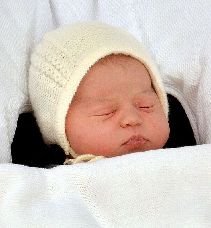 Royal baby: Kate Middleton and Prince William present newborn daughter to the world on Lindo Wing steps