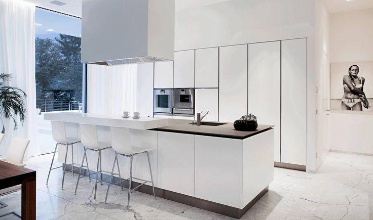 Casa M: Cucina % in stile % {style} di {professional_name}