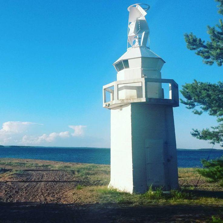Vi beslöt oss för att stanna på Pyttis Fagerö en natt till. Idag har vi utforskat ön och hittat bl.a. två geocachar 🌐 #pyttis #fagerö #thenorthend #fyr  #geocaching #pyhtää #kaunissaari #pohjoispää #loisto #beacon