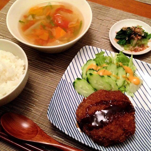 谷中銀座で買ってきたメンチカツがメインの夕飯(^^;; - 14件のもぐもぐ - メンチカツ(テイクアウト)、小松菜お浸し、具沢山野菜スープ by ulysses