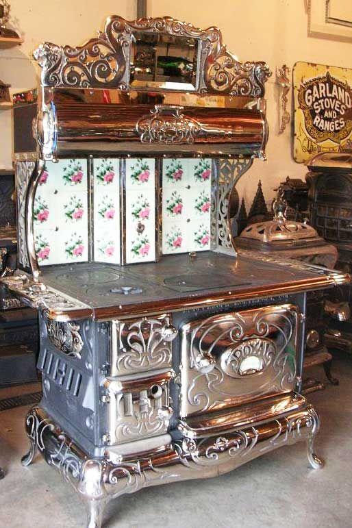 ✿ڿڰۣ(̆̃̃•Aussiegirl Antique Cook Stove..Love it..~ Grandma Cottle's was definitely not this fancy but she sure cooked good food on it.