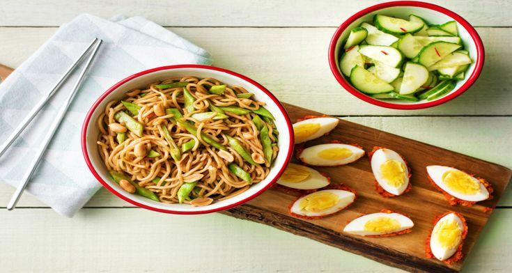 Sambal telor is een bereiding uit de Indonesische keuken. Het unieke van dit gerecht is dat je gekookte eieren gaat marineren in een pittig sausje, gemaakt van sambal. Door de eieren even in te pakken, trekken de smaken nog beter in. De stukjes pinda's geven het ei een lekkere bite.
