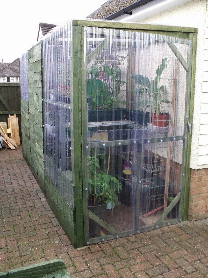 Greenhouse from recycled palletts