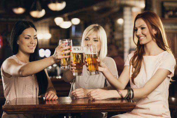 7 dôvodov, prečo by ženy mali piť pivo