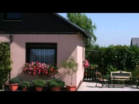 Ferienwohnungen&Pension Neuber - Kesselsdorf - Visit http://germanhotelstv.com/ferienwohnungen-amp-pension-neuber Located just outside of Dresden these apartments in Kesselsdorf offer free Wi-Fi throughout. Bed linen and towels are included and guest can relax on the sun terrace. -http://youtu.be/835H3A8NIzc