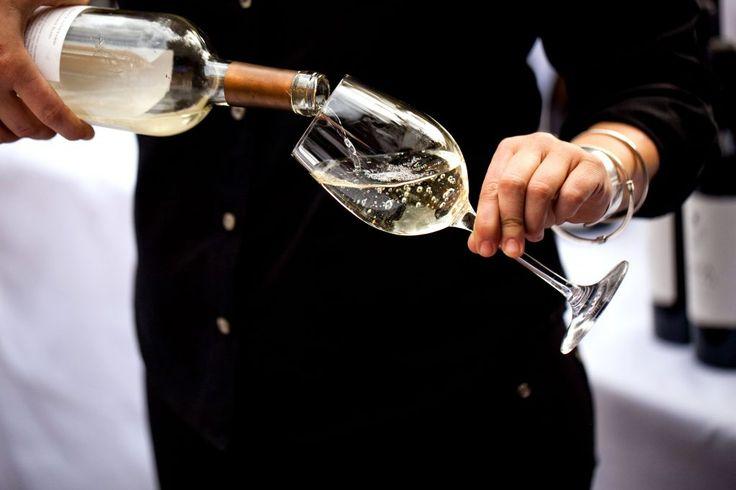 Ce trebuie sa stii atunci cand esti invitat la o degustare de vin.Reguli simple si eficiente pentru a te simti bine si tu si organizatorii evenimentului.