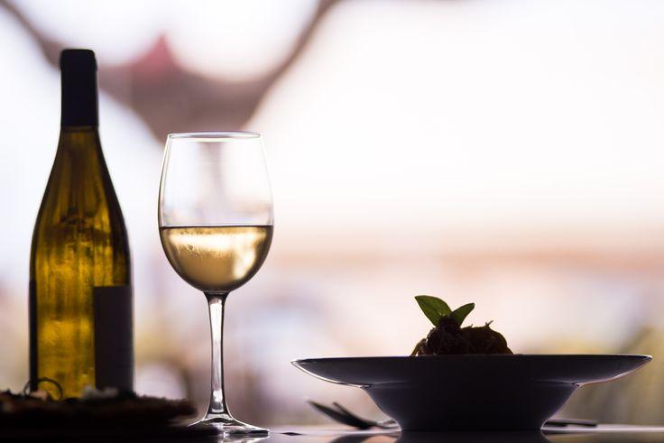 #lunch #dinner #bythesea #sundaymood #greekwine #sundayboutiquehotel #restaurant #food #greekfood