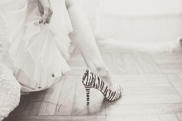 """""""Animal print"""" es como se les llama a los diseños impresos de animales (como la cebra, la serpiente y el más famoso y querido de todas, el leopardo) están en alta para el verano del proximo año, y aparecen cada vez más en las tendencias de vestidos para invitadas 2013, no sólo para el día sino también para las bodas de noche."""