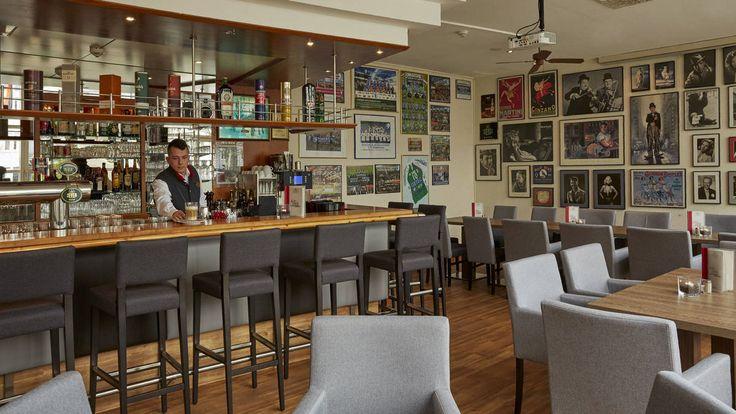 Bar für gesellige Abende im H+ Hotel Magdeburg