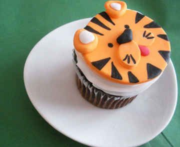 Cute Tiger Face Cupcake. Wild animal cupcakes, kids, birthday party, baby shower