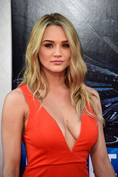 Hunter King Long Wavy Cut - Hunter King looked gorgeous with her long wavy' do and flawless makeup at the premiere of 'Independence Day: Resurgence.'