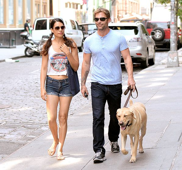 Aviator-lovin' duo Seann William Scott and girlfriend Lindsay Frimodt both rocked the cool sunwear style during a walk with their adorable pup!