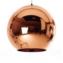 De Copper Shade van Tom Dixon is een ontwerp uit 2005 maar nu al een absolute klassieker. Door de toepassing van een dun filmlaagje koper op een polycarbonaat bol ontstaat er een uiterst verfijnde reflectie in de bol die werkt als een warme koperkleurige spiegel.  De Copper Shade is door zijn vorm en kleur een veelzijdige lamp die toepasbaar is in zowel klassieke als vintage èn moderne interieurs. De lamp is zowel individueel als in clusters te hangen. In een cluster wordt het bijzondere ...