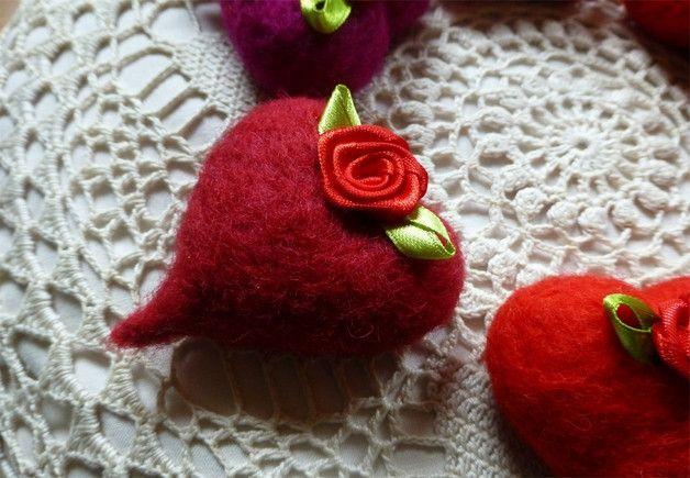 Ein rotes Herz von Sakirhala auf DaWanda.com