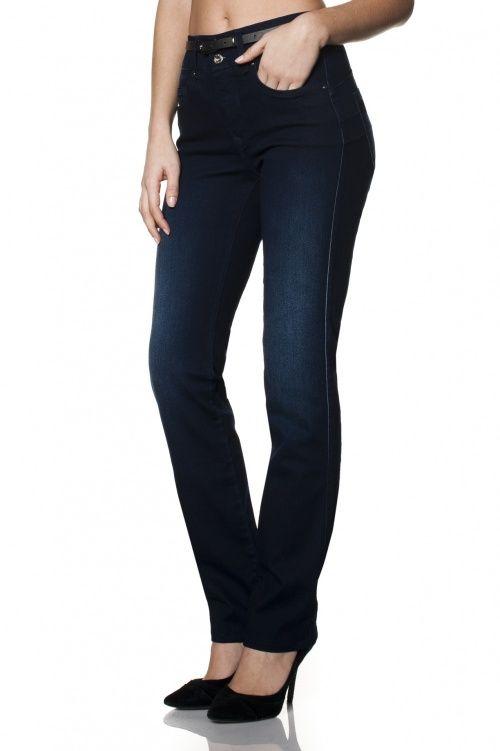 Secret: The push-in Jeans. Desenhados para Mulheres reais, com curvas reais a Secret tem um triplo efeito: efeito push-in que adelgaça a zona abdominal; um efeito tummy tuck que modela a cintura e um efeito push-up que realça as curvas.  Jeans com cintura alta, painel frontal efeito adelgaçante, e costuras especiais para efeito Push Up.