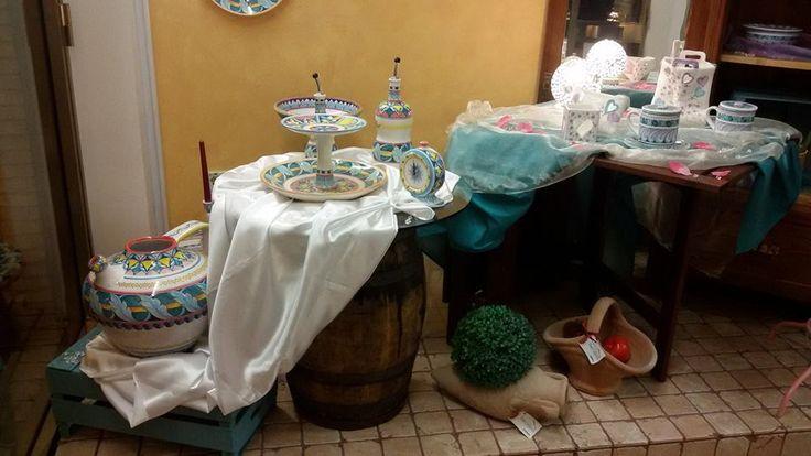 Brocca, centrotavola, bottiglie olio e aceto, lampade, shopper portalettere, ceramiche da esterno