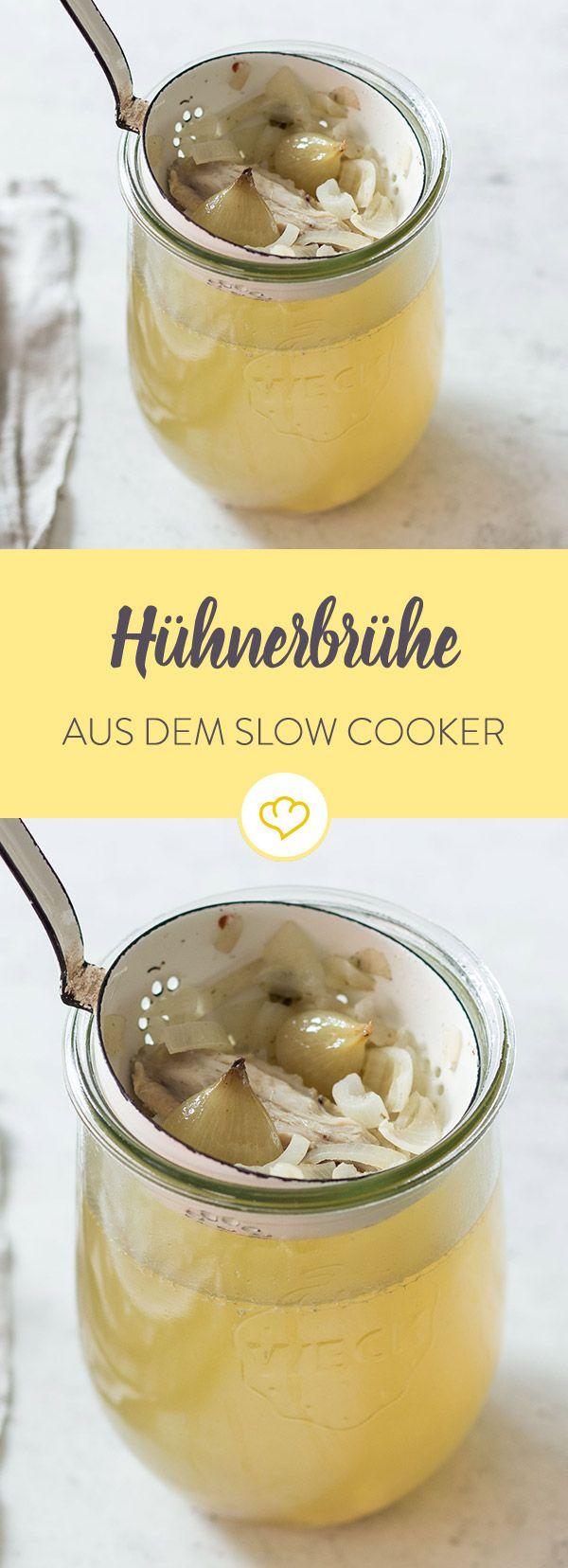 Diese Hühnerbrühe kommt mit exakt 5 Zutaten aus, ist ebenso simpel wie puristisch und perfekt. Im Slow Cooker erhält sie einen noch intensiveren Geschmack.