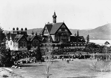 Opening of the Government Sanatorium and Baths, Rotorua, 13 August 1908. Image from Alexander Turnbull Library