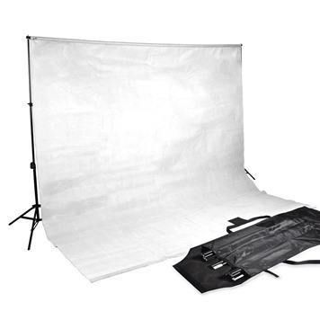 Il tuo mini studio fotografico casalingo con un solo flash ti sta stretto? Ecco come espanderlo gradualmente spendendo poche decine di euro alla volta.