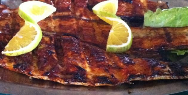 """Receta de pescado zarandeado """"La Laguna"""". ¿Te gusta el huachinango? Entonces este platillo es para ti. Prepárate un pescado zarandeado al estilo La Laguna. ¡Checa esta receta!"""