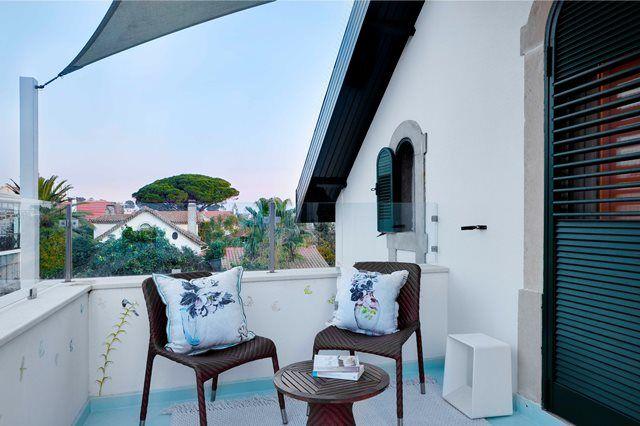 Terrace, designers guild cushins , nice place to read ;) #designersguild #terrace