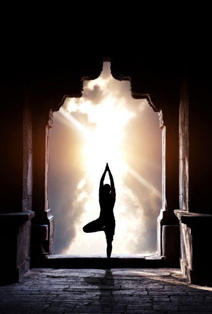 O Yoga desenvolveu-se ao longo da história no Oriente, particularmente na Índia. Da página Tradições-Mitologia-Ícones-Holismo