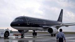 2016年度の顧客満足度指数(JCSIが発表され北九州の航空会社スターフライヤーが顧客満足度8年連続第一位を獲得しました  全室革張りのゆったりとした高級感のある座席や 乗客への行き届いたサービスが評価されてようです  コーヒーにはスターフライヤーオリジナルのチョコレートがついてきて お代わりする度にチョコレートもつけてくれるんですねぇ  しかも地上と上空では美味しいと感じるコーヒーの味にも違いがあるらしく 空の上で美味しいコーヒーの味に調整されているんだそうですよ  今後ますます利用客が増えそうですね