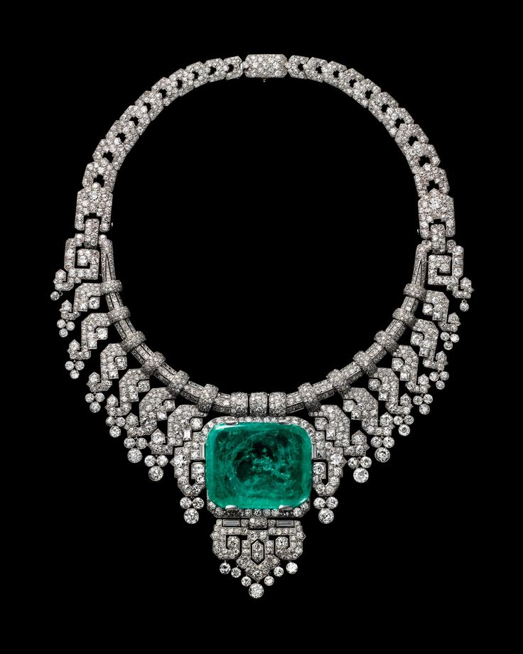 Necklace worn by Countess of Granard. Cartier London, special order, 1932. Platinum, diamonds, emerald; Cartier Collection.  Photo credit: Vincent Wulveryck