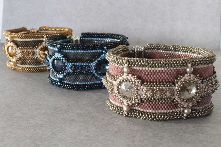 Beading pattern for bracelet 'Sweet Embrace' - peyote cuff with Swarovski elements.