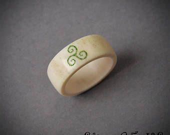 Tamaño 6.5 Estados Unidos, anillo Triskele Anillo asta, joyería de cuerno, anillo de Scrimshaw, anillo de Teen wolf, anillo vikingo, joyería vikinga, anillo de BDSM, celta
