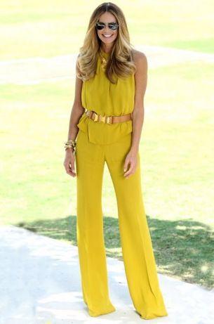 En la calle es muy raro ver que la gente ocupe una o más prendas amarillas. si estás aburrido en el auto puedes jugar a contar la gente que tenga ropa amarilla. :)