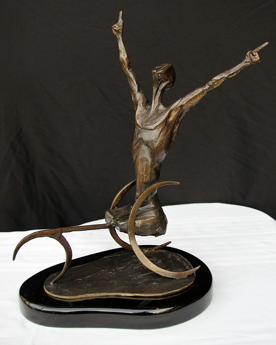 Winner of the International Olympic Committee (IOC), Martin Linson, pays tribute to the Paralympic athletes (Image: Omnipotent Triumph 2, Martin Linson, bronze)