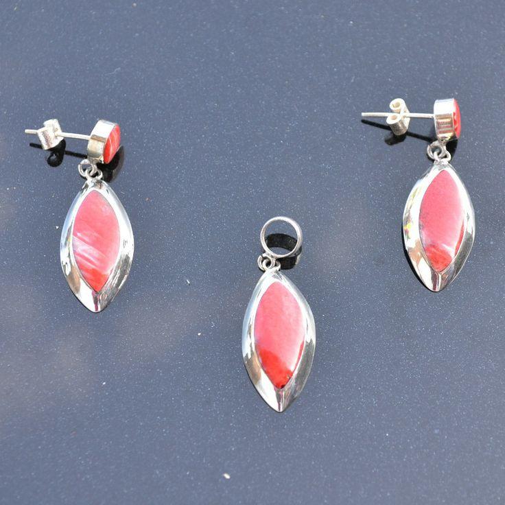 Set van zilver 950 met rode spondylus halfedelsteen Prijs € 34,95, gratis verzending binnen NL  http://www.dczilverjuwelier.nl/edelstenen-sieraden/edelstenen-sieraden-sets/Noa